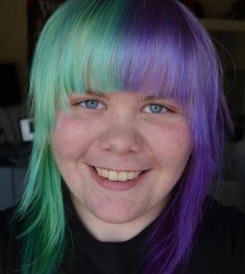 mørke lilla hår